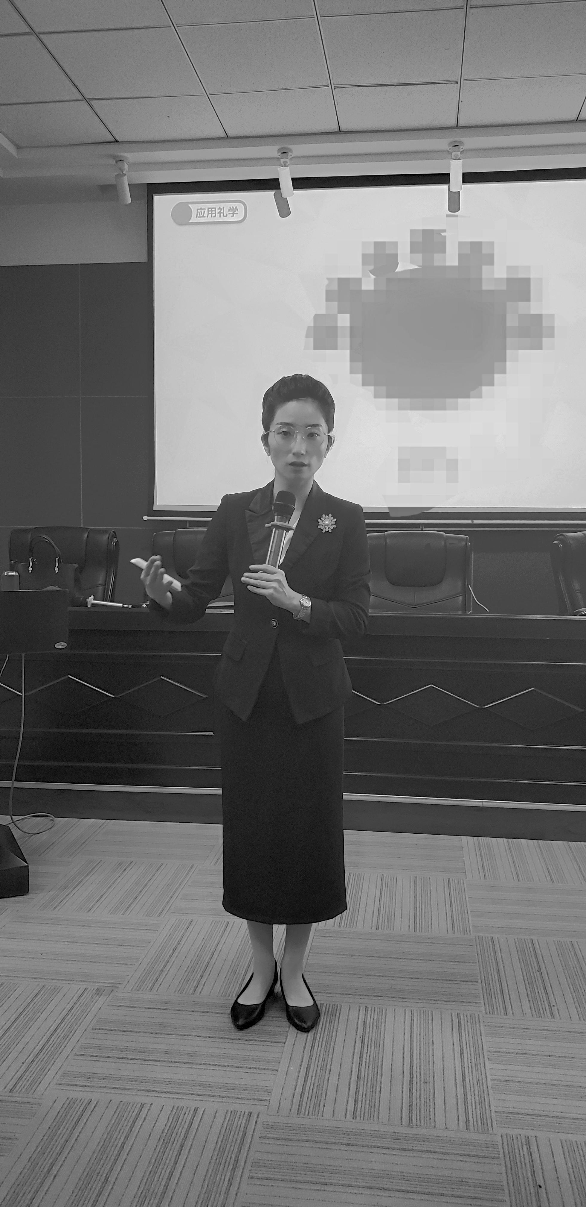 2021年9月28日徐灿老师给国家电网某分公司的骨干精英分享《应用礼学赋能公务效能提升》课程。